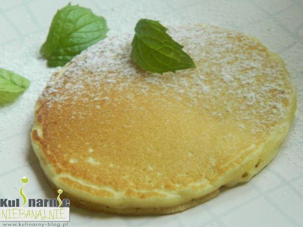 Amerykańskie pancakes z cukrem pudrem