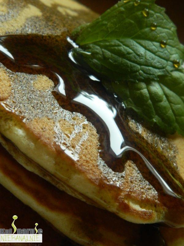 Amerykańskie pancakes z syropem z granatu